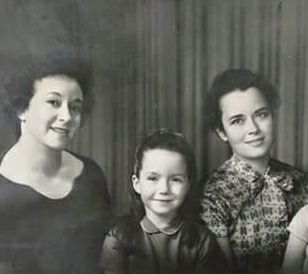 Tina Argumedo (L), D'Anna Alexander (C), Lucretia Hug (R)